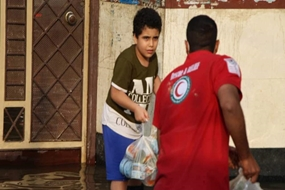 Iranian Red Crescent distributes relief items to flood-affected people in Khuzestan
